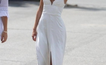 Summer fluid dress with raffia hat and flat sandals