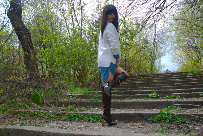 DENIM SHIRT SWEATER WEATHER THE BOOTS closer to fashion blog Bacau (11)_800x536